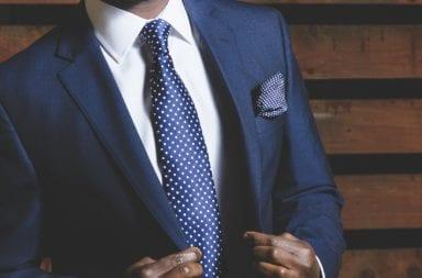 CEO trägt Anzug